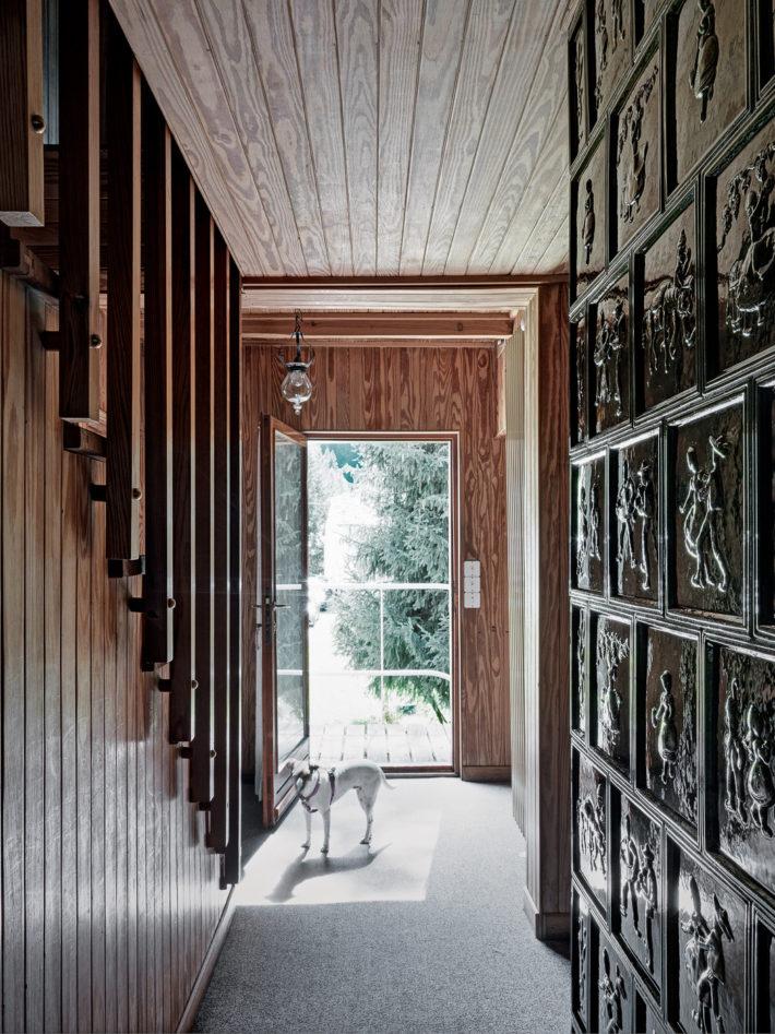 Ingresso principale al primo piano dal corridoio di distribuzione interno. Foto: © Marcello Mariana.