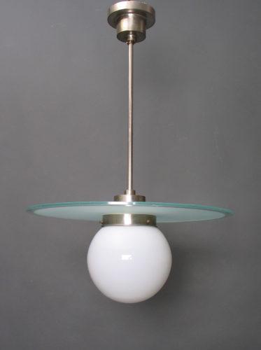 Willem Hendrik Gispen, Giso 22, pendant lamp, 1927, milk glass, chromium-plated copper, manufactured by Gispen's Fabriek voor Metaalbewerking, Rotterdam. Museum Boijmans Van Beuningen. Photo: © Ad van den Bruinhorst.