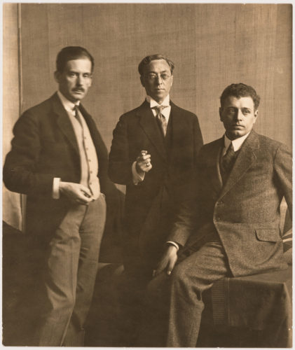Da sinistra: Walter Gropius, Wassily Kandinsky e J.J.P. Oud durante l'esposizione del Bauhaus a Weimar, 1923. Canadian Centre for Architecture (CCA), Montreal.