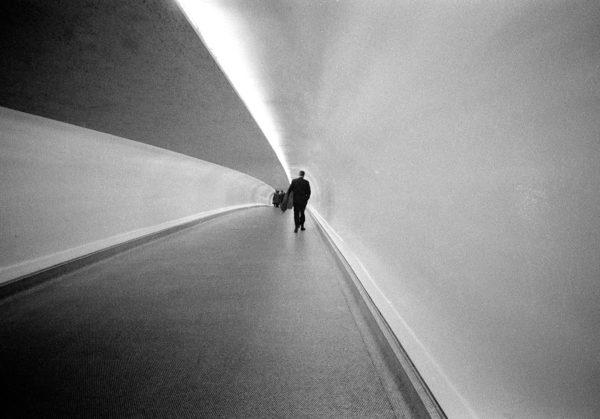 Sottopassaggio pedonale, New York, 1963. Foto: Paolo Di Paolo, © Archivio Paolo Di Paolo, Courtesy Collezione Fotografia MAXXI.