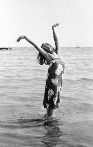Oriana Fallaci, Festival del Cinema, Lido di Venezia, 1963. Foto: Paolo Di Paolo, © Archivio Paolo Di Paolo.