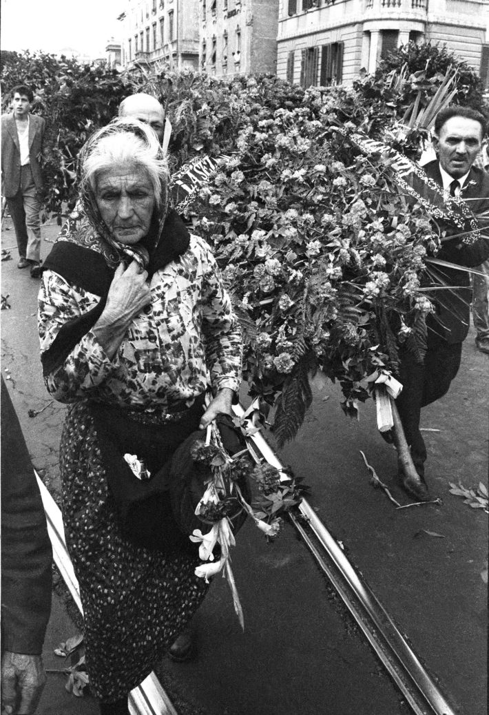 The funeral of Palmiro Togliatti, Rome, August 25 1964. Photo: Paolo Di Paolo, © Archivio Paolo Di Paolo, Courtesy MAXXI Photography Collection.