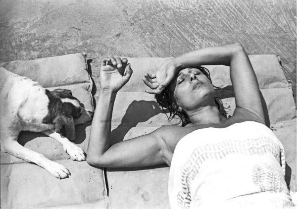Anna Magnani in her villa at San Felice Circeo, Rome, 1955. Photo: Paolo Di Paolo,© Archivio Paolo Di Paolo, Courtesy MAXXI Photography Collection.