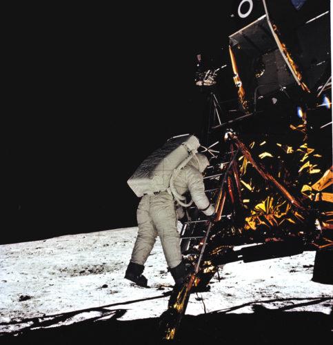 Il modulo lunare Eagle atterra sulla Luna, 20 luglio 1969. Foto: © NASA.